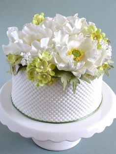 White Poppy and Hydrangea Cake by Pamela McCaffrey …See the cake: cakesdecor. White Poppy and Hy Gorgeous Cakes, Pretty Cakes, Amazing Cakes, Fondant Cakes, Cupcake Cakes, Fondant Bow, Fondant Tutorial, Fondant Flowers, Fondant Figures