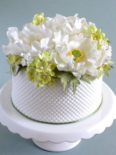 White Poppy and Hydrangea Cake