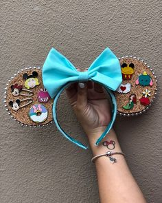 CorkBoard ears to display your pins*. *pins on CorkBoard not included. **# of pins on CorkBoard will make ears heavy Diy Disney Ears, Disney Mickey Ears, Disney Diy, Disney Crafts, Disney Land, Mickey Mouse, Disney Headbands, Ear Headbands, Micky Ears