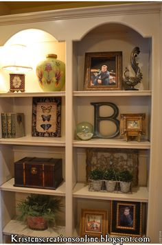 Great tips for accessorizing bookcases, although there aren't many books here :-)