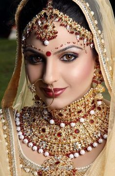 This fashionable piercing has a rich spiritual history and symbolic presence from the Middle East. While nose rings represent a stigma in Western society, they're a sacred tradition in Eastern cultures. Bridal Makeup Looks, Indian Bridal Makeup, Indian Bridal Fashion, Bridal Beauty, Beautiful Indian Brides, Beautiful Bridal Dresses, Beautiful Indian Actress, Beautiful Bride, Indian Bridal Photos