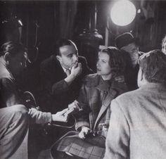 Marcel Carné, Michèle Morgan, Jacques Prévert pendant le tournage de Quai des Brumes