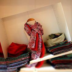 #DIY im #Berlin Jaqueline zeigt ihre wunderschönen Sommer-Schals bei uns. Für den kühlen Frühsommer-Abend.