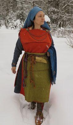 Hibernaatiopesäke: Rautakautista testailua / testing the iron age dress Viking Garb, Viking Dress, Celtic Clothing, Medieval Clothing, Iron Age, Historical Costume, Historical Clothing, Larp, Viking Culture