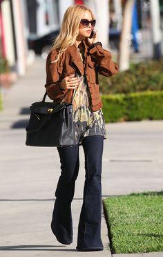 the flare denim jean trend street style | Rachel Zoe bootcutjeans skinnjacka hermes väska solglasögon ...