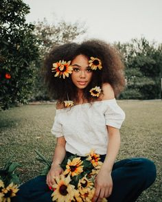 12 Easy No Heat Hairstyles For Spring and Summer Pretty People, Beautiful People, Curly Hair Styles, Natural Hair Styles, No Heat Hairstyles, Black Is Beautiful, Absolutely Gorgeous, Beautiful Flowers, Black Girl Magic