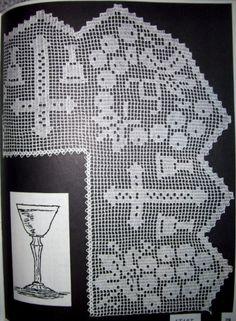 Risultati immagini per Lily altar filet crochet Crochet Mandala Pattern, Crochet Cross, Thread Crochet, Crochet Stitches, Crochet Patterns, Crochet Placemats, Crochet Doilies, Crochet Lace, Faith Crafts