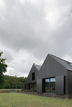 VANDERSALM-aim, Egbert de Boer · Farmyard transformation on 't Rozendael–'t Nijenhuis estate; two detached new homes and a studio/shed