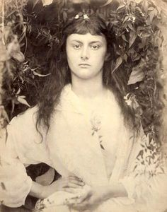 JULIA MARGARET CAMERON- ALICE LIDDLE/ POMONA (1872) The real Alice in Wonderland at 16yo