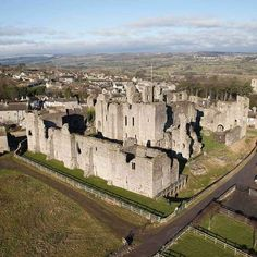 No.622 Middleham Castle, England Medieval Fortress, Medieval Castle, Monuments, English Castles, Exotic Beaches, Castle Ruins, Beautiful Castles, English Countryside, Beautiful Places To Visit