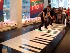 The Entire Store Stops and Stares when These Girls Start Dancing on a Piano [video]