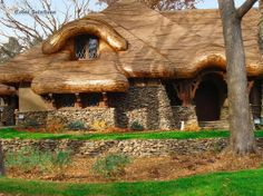 Cottage Cedar Shingle Roof mimics the flowing and irregular contours of the English Cottage