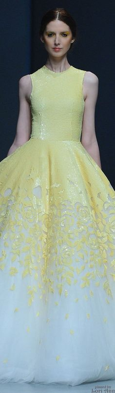 Michael Cinco Spring 2015 RTW oh Em gee! Would make a beautiful prom/homecoming dress or a spring wedding dress! Evening Dresses, Prom Dresses, Wedding Dresses, Dresses 2016, Beautiful Gowns, Beautiful Outfits, Michael Cinco, Glamour, Yellow Fashion