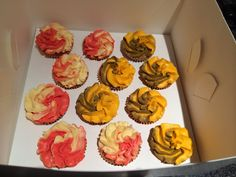 AFL themed cupcakes Themed Cupcakes, Cake Creations, Desserts, Food, Tailgate Desserts, Meal, Dessert, Eten, Meals