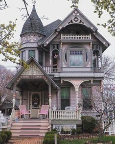 This is the kind of Victorian house I want. Deep instead of wide porch, a turret, visually layered front. Perhaps with a little less frilly woodwork, but as far as Victorian woodwork is concerned, this is quite simplified and I like that. Marine City Michigan, Michigan Usa, Style At Home, Beautiful Buildings, Beautiful Homes, Old House Design, Casas The Sims 4, Victorian Style Homes, Victorian Homes Exterior
