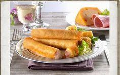 Υλικά 1/2 πακέτο φύλλο κρούστας  1 κεσεδάκι γιαούρτι  φέτα θρυμματισμένη  τυρί κίτρινο που λιώνει  1-2 αυγά αλάτι πιπέρι  λίγες φέ...