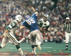 The Jets' QB Joe Namath gets the pass off ahead of a rush by the Oilers' Bethea.