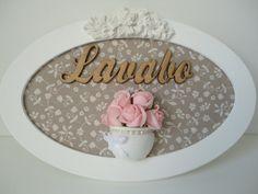 Placa para lavabo, com fundo em tecido, vaso de rosas e palavra em mdf . R$ 69,99