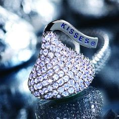Things that go Bling! Always wanted a Hershey Kiss pendent like this! Jewelry Box, Jewelry Accessories, Jewelry 2014, Gems Jewelry, Jewelry Ideas, Beaded Jewelry, Glitter Make Up, Hershey Kisses, Kisses Candy