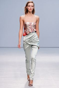Anne Valérie Hash Spring 2013 Ready-to-Wear Fashion Show - Marike Le Roux