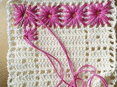 Needle weaving in crochet - this is so nice! And another way to highlight filet crochet designs Crochet Motifs, Crochet Potholders, Crochet Squares, Filet Crochet, Granny Squares, Afghan Crochet, Crochet Stitches, Love Crochet, Beautiful Crochet