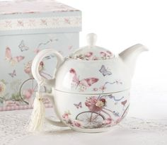 Porcelain Tea for 1 Sets feature a tea cup and lidded teapot all in one! Our adorable tea for ones come in many styles Tea For One, My Cup Of Tea, Royal Tea, Teapots And Cups, Chocolate Pots, Tea Time, Tea Party, Tea Cups, Gifts
