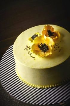 SUNSHINE Lemon & Poppy Seed Chiffon filled with Tangy Lemon Curd and finished with Fresh Cream topped with Delicate Sugar Poppy Flower. Pretty Cakes, Beautiful Cakes, Amazing Cakes, Poppy Cake, Cake Name, Mellow Yellow, Cake Creations, Creative Cakes, Cakes And More