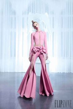 Nicolas Jebran Spring 2015 Couture This outfit is so fucking me Pink Fashion, Fashion Art, Fashion Show, Fashion Outfits, Womens Fashion, Fashion Design, Style Haute Couture, Couture Fashion, Runway Fashion