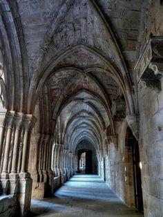 Claustro Monasterio de Poblet, Tarragona. Catalonia