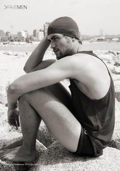Eduard Domenech por Gavin Harrison FAVE Magazine