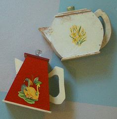 I love to collect obsolete things. And one of my favorite personal collections is my wooden soap powder holders in the shape of teapots. However, these vintage containers can be hard to find. Powder Laundry Soap, Etsy Vintage, Vintage Antiques, Vintage Vibes, Vintage Stuff, Cake Carrier, Vintage Laundry, Cleaning Day, Soap Holder
