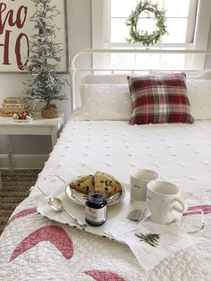 Holiday Gift Giving with Hickory Farms and My 100 Year Old Home. I have already started my Christmas shopping! As a I found so many fabulous gifts for family members and friends. Can I just say how much I love the variety and creativi Farmhouse Style Bedrooms, Modern Farmhouse Decor, Farmhouse Renovation, Diy Gifts For Kids, Gifts For Family, Joanna Gaines, Christmas Home, Christmas Shopping, Christmas Decor