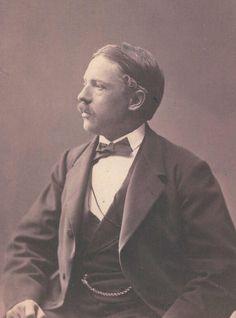 """""""Till ungdomsvännen Carl Leidesdorff från Viktor Rydberg"""". Cabinet-porträtt från Wald. Dahllöf, Göteborg. Möjligen från 1872, i alla fall inte tidigare."""