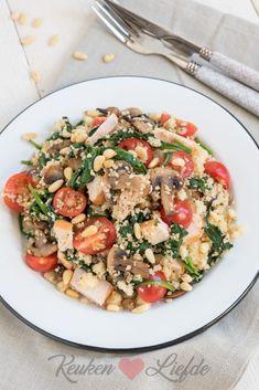 Couscous met gerookte kip, champignons en spinazie