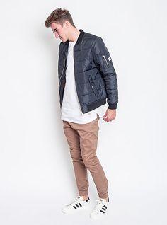 S bomber vypadá všechno líp. Bomber Wesc, Triko Wemoto, kalhoty Zanerobe, boty Adidas Originals. Boty Adidas, Adidas Originals, Bomber Jacket, Denim, Jackets, Fashion, Down Jackets, Moda, Fashion Styles