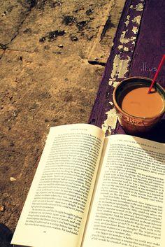 bookspresso:  cafeina libros y falta la nicotina by faneeeeeeeeeeeh on Flickr.