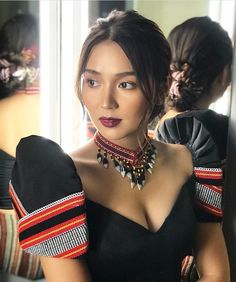 Love this look ! by Bernardo Glam Shots 💕📷 Modern Filipiniana Gown, Filipiniana Wedding Theme, Kathryn Bernardo Outfits, Hair Color For Morena, Philippines Fashion, Tribal Outfit, Filipino Tribal, Filipina Beauty, Dress Neck Designs