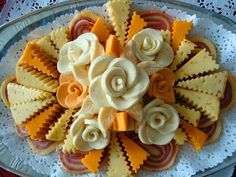 Crinkle Cut & Rosette Cheese Tray maybe add olives, grapes and thinly sliced apples to the meat and cheese tray Meat And Cheese Tray, Veggie Cheese, Food Design, E Design, Deli Platters, Cheese Platters, Cold Appetizers, Appetizers For Party, Appetizer Sandwiches