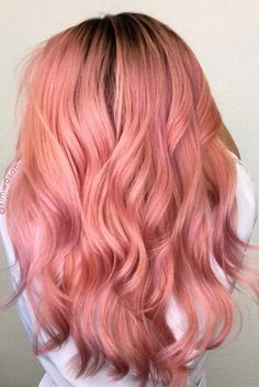 hair inspiration rose gold Rose gold hair color will definitely make you stand out, creating a girlish and vivid image. Is going rose gold for youLets find out! Cabelo Rose Gold, Rose Gold Hair, Dusty Rose Hair, 2018 Hair Color Trends, Trends 2018, Gold Hair Colors, Pastel Coral Hair, Pink Peach Hair, Curly Pink Hair