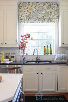 Remodelando la Casa: Give your Roman Shades a New Look with Waverly Pom Pom Play Spa fabric Kitchen Window Coverings, Kitchen Sink Window, Kitchen Window Treatments, Kitchen Redo, Kitchen Curtains, New Kitchen, Kitchen Dining, Kitchen Remodel, Kitchen Ideas