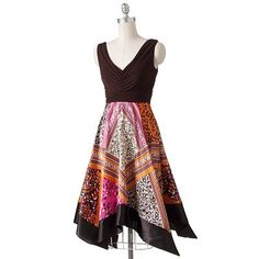 I have a black, blue, and purple dress very similar to this that looks fantastic and that I adore to pieces. This one would make a great autumn/summer compliment.