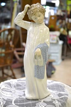 Lladro Nao Figurine - Bedtime Boy with Slippers and Night Shirt Who is Scratching His Head - high Vintage Clothing, Vintage Outfits, Willow Tree, Bedtime, Singing, Porcelain, Slippers, Statue, Ornaments