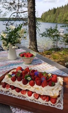 Gluteenittomat Hanna-tädin kakut | Himoleipuri Camembert Cheese, Strawberry, Dairy, Cookies, Fruit, Food, Bebe, Crack Crackers, Eten