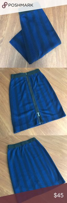 Knit BCBG SKIRT Body con skirt with zipper detail. Bundle and save with black turtleneck!! BCBGeneration Skirts Pencil