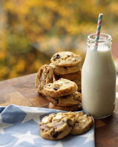 Chocolate Chip Cookies, Glass Of Milk, Chips, Food And Drink, Yummy Food, Baking, Drinks, Eat, Baking Soda
