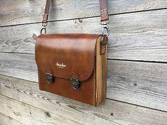 bracho / Kabelka na rameno - Bracho Ewa Walnut Leather Bag Tutorial, Leather Bag Pattern, Leather Pouch, Leather Cord, Leather Men, Leather Purses, Leather Handbags, Leather Bags Handmade, Handmade Bags