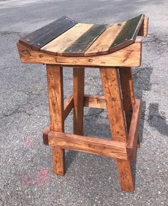 Custom made bar stools to the height/width of your need. Stool base made out of pine and Seat tops made from reclaimed pallet wood. Can be customized to the stain/finish of your choice. Pallet Bar Stools, Pallet Stool, Diy Bar Stools, Bar Stools With Backs, Diy Stool, Wooden Bar Stools, Wood Pallet Furniture, Woodworking Furniture, Diy Furniture