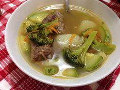 Receita de sopa de legumes com músculo caseira, com gostinho de comida de vó.