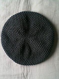 ao with / Fibonacci crochet beret. Crochet Slouchy Beanie Pattern, Crochet Hooded Scarf, Crochet Beret, Diy Crochet, Crochet Crafts, Love Crochet, Knitted Hats, Yarn Projects, Crochet Projects