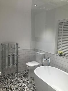 Is your home in need of a bathroom remodel? Give your bathroom design a boost with a little planning and our inspirational 65 Most Popular Small Bathroom Remodel Ideas on a Budget in 2018 Bathroom Design Small, Bathroom Layout, Bathroom Interior Design, Bathroom Designs, Bathroom Ideas On A Budget Small, Budget Bathroom, Grey Bathrooms, Beautiful Bathrooms, White Bathroom